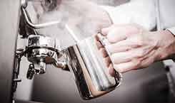 Latte-Macchiato-zubereiten-wie-die-Profis